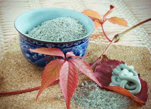 Голубая глина для суставов: свойства и применение